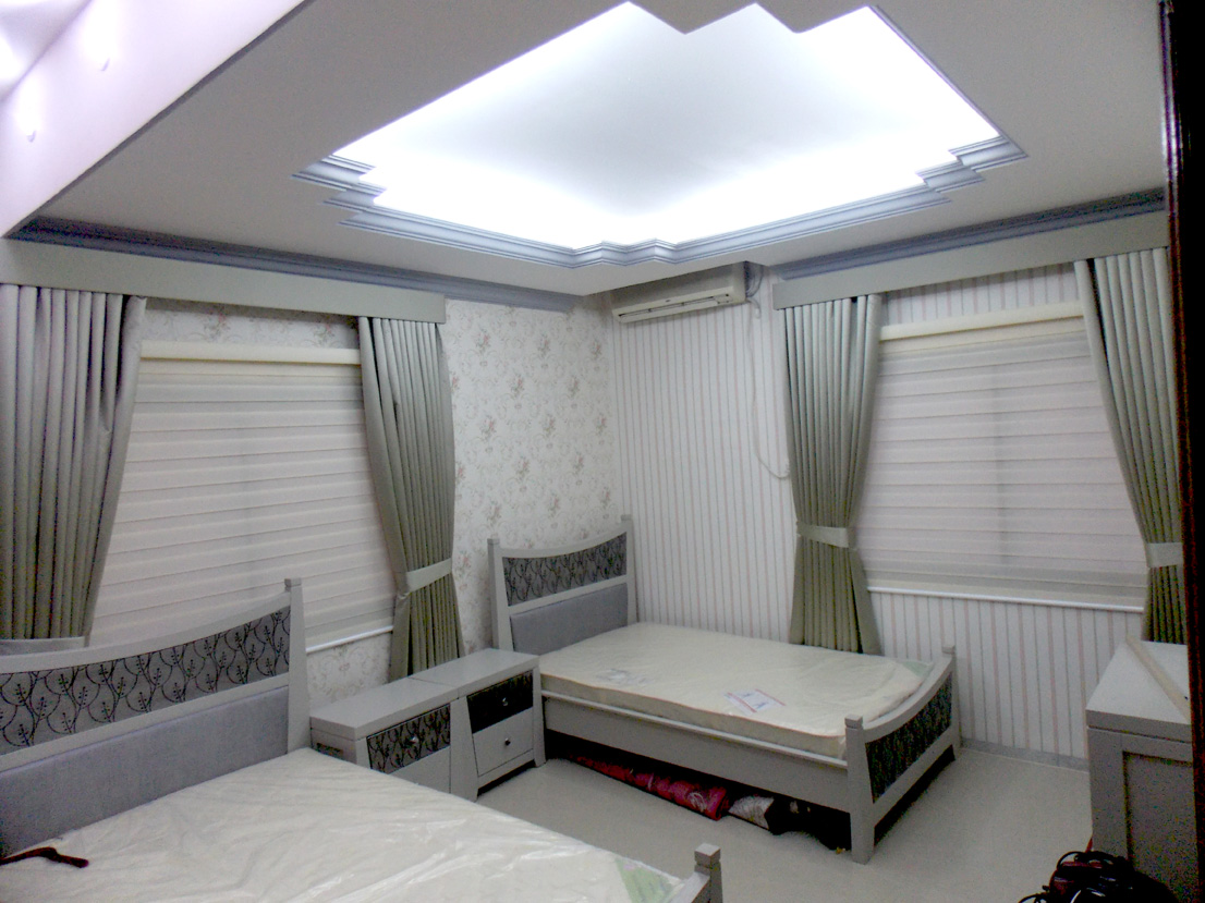 Curtains With Pelmet Duplex Blinds And Wall Paper Of Bed
