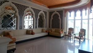 Moroccan-majles-sofa-and-Decorated-wall-in-Al-Barsha-Villa-Dubai